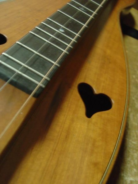 photo of Appalachian mountian or lap dulcimer with heart sound holes