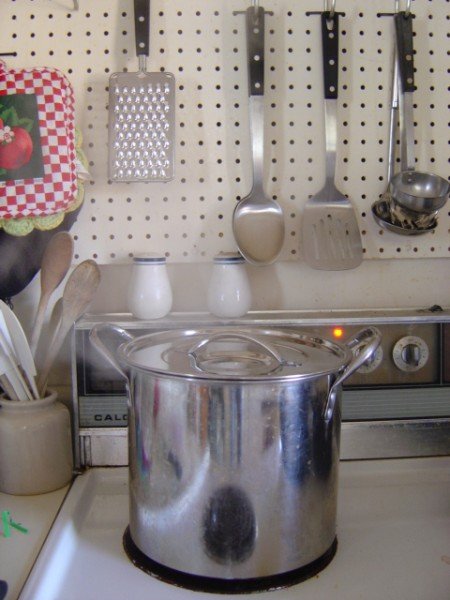 photo of a silver colored stock pot on the kitchen stovetop