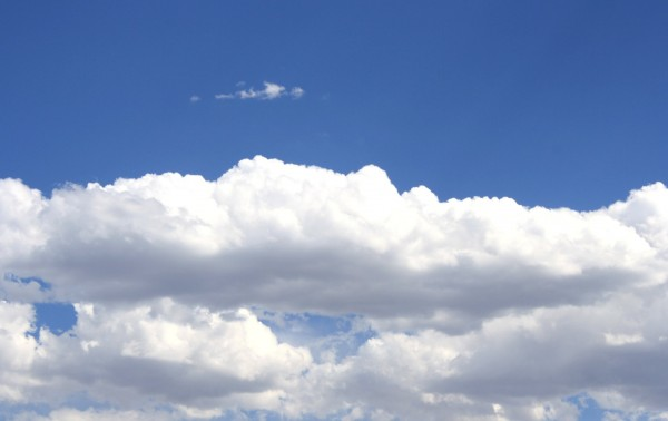 free photo of white cotton clouds in a bright blue sky