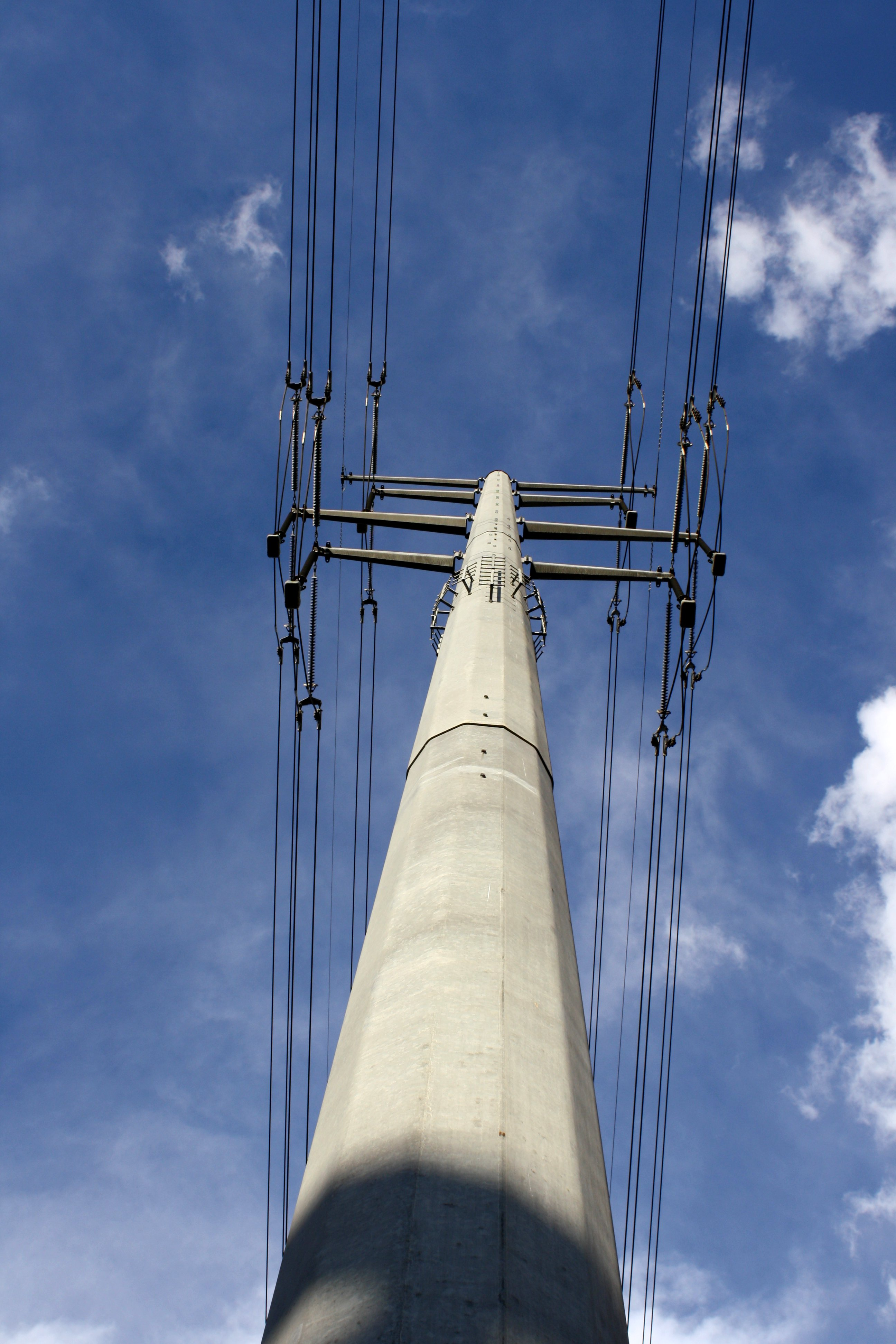 Concrete Electric Poles : Electric transmission wires and pole picture free