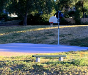 free high resolution picture of an empty park bench and basketball court