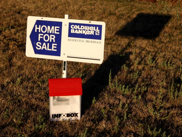 free high resolution photo of a home for sale sign