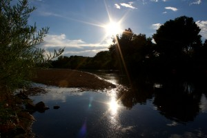 free high resolution photo of the sun reflected in a calm river