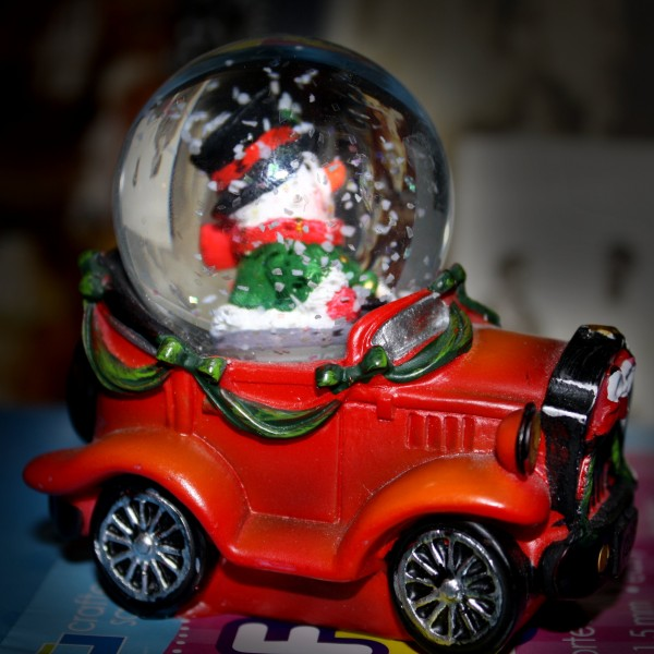 Holiday Snow Globe - free high resolution photo