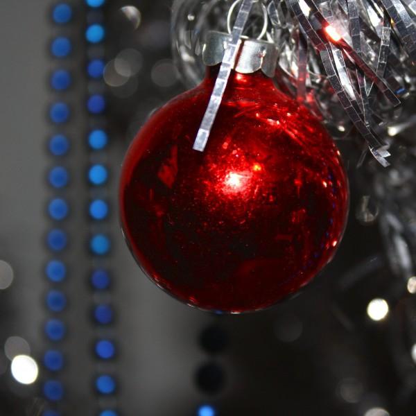 Red Christmas Ball - free high resolution photo