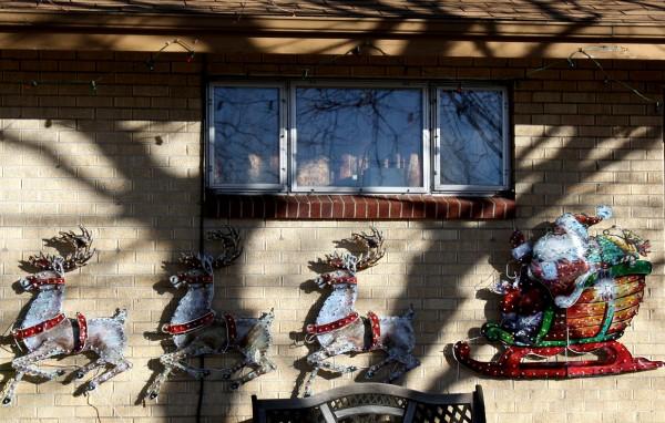 Santa's Sleigh Christmas House Decoration - Free High Resolution Photo