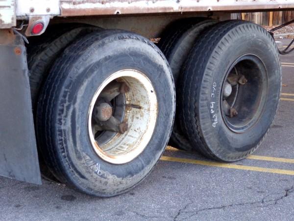 Tractor Trailer Wheels - Free High Resolution Photo