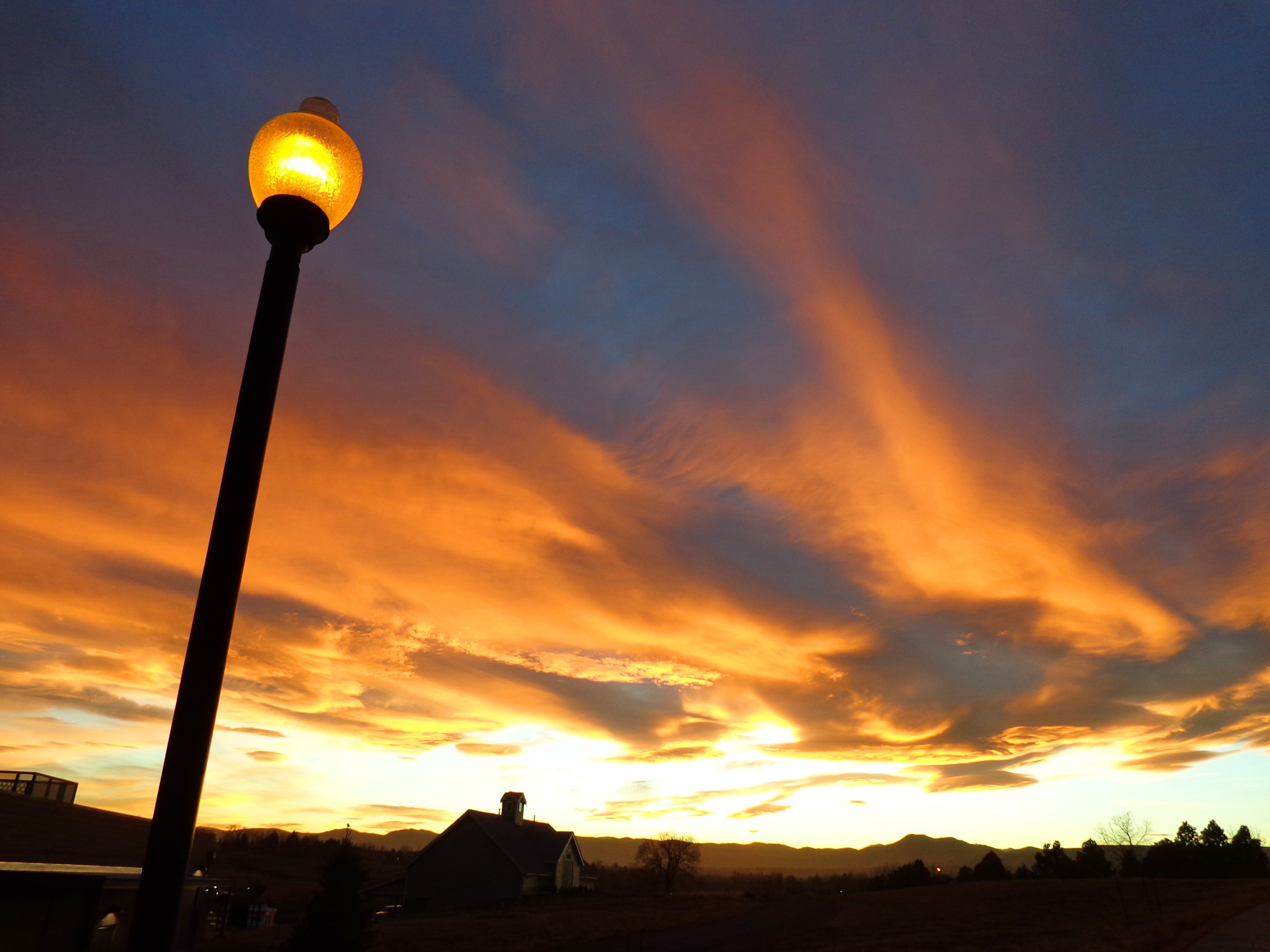 Sunset With Lamp Post In Foreground Picture Free