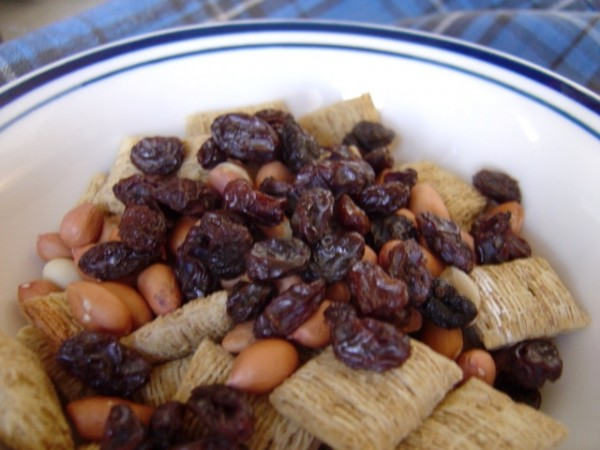 Breakfast Cereal with Raisins and Peanuts