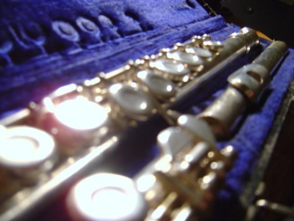 photo of silver flute in blue velvet flute case