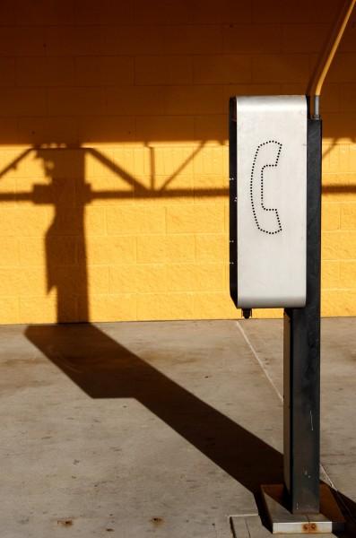 Free photo of a public telephone mini booth