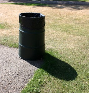 Free photo of trash can at the park