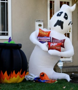Free photo of a Halloween ghost blow up lawn character