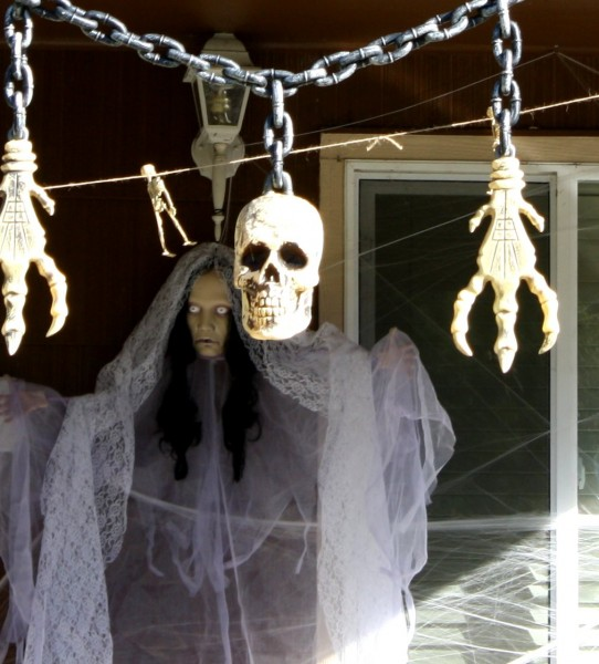 Free photo of Halloween Porch Decorations
