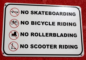 Free photo of no skateboarding, bicycle riding, rollerblading, scooter riding sign