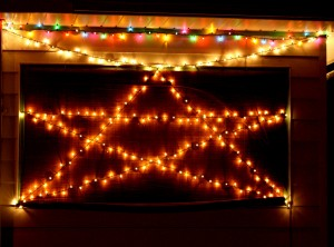 Christmas lights strung in a star - free high resolution photo