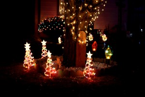 Lighted Christmas yard decorations - free high resolution photo