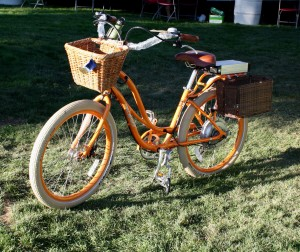 free photo of orange bicycle with wicker baskets