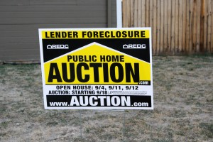 free high resolution photo of a public home auction foreclosure sign