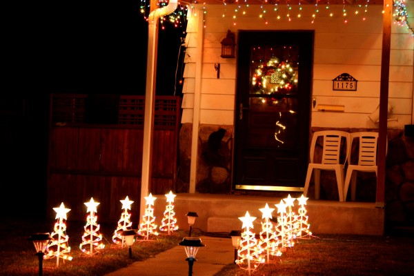 Christmas Tree Lights and Wreath - Free high resolution photo