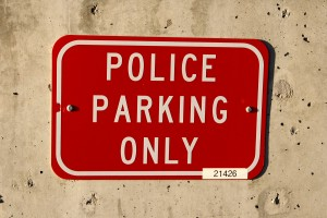 police parking only sign - free high resolution photo