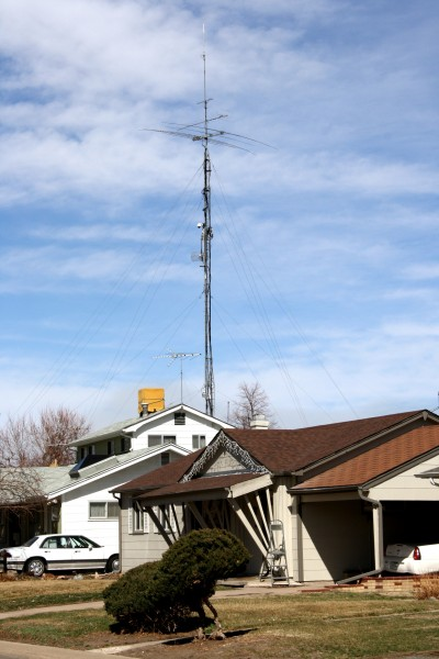 House with Giant Amateur Radio Antenna - Free High Resolution Photo