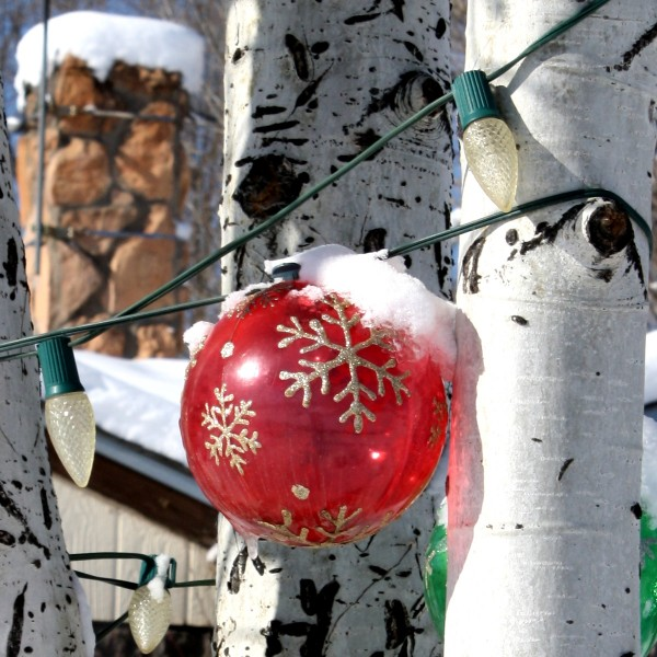 Snow on Red Christmas Ball Ornament Light - Free photo